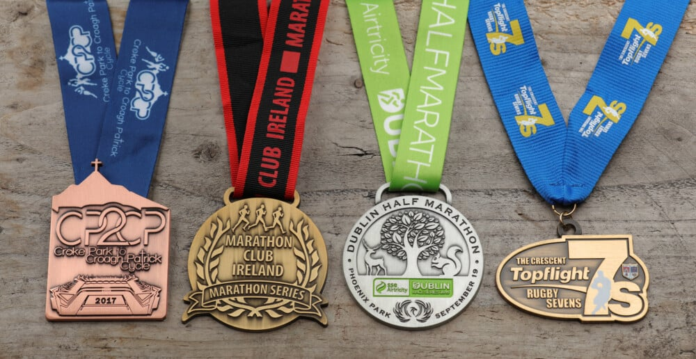 MEDALS WITH ANTIQUE FINISH ON WOOD